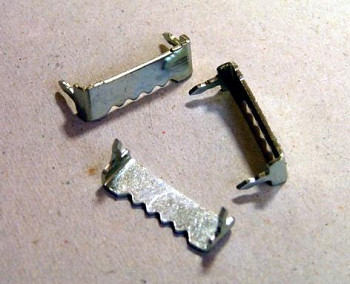 Kovový háček zubatý zatloukací