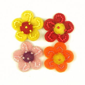 Plstěné kytičky s korálky – 4ks